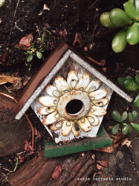 beautiful old birdhouse...