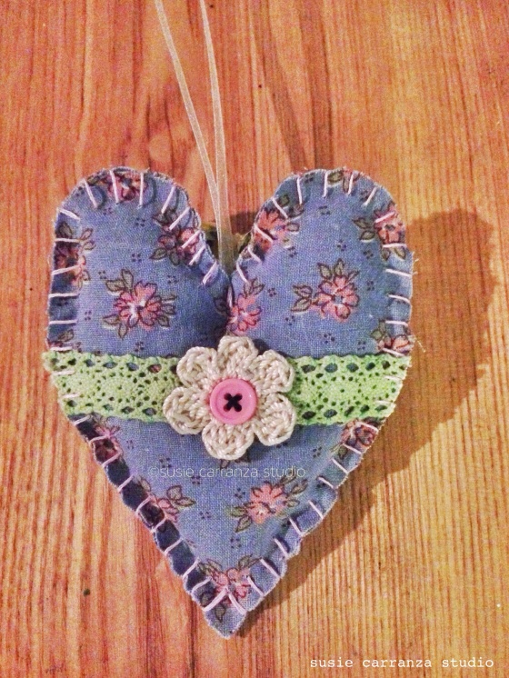 Country Inspired Heart Ornament - susie carranza studio