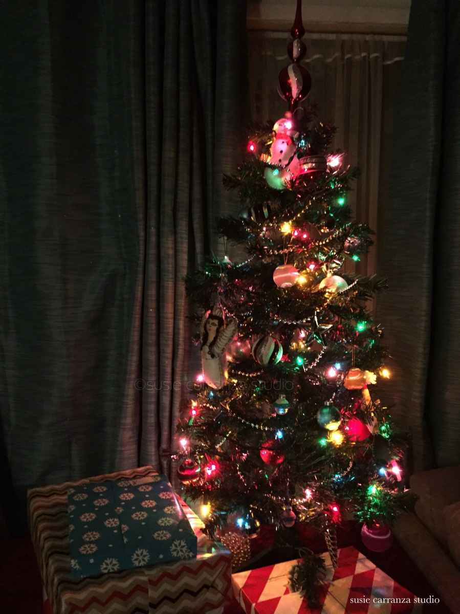 our small & sparkly Christmas tree...